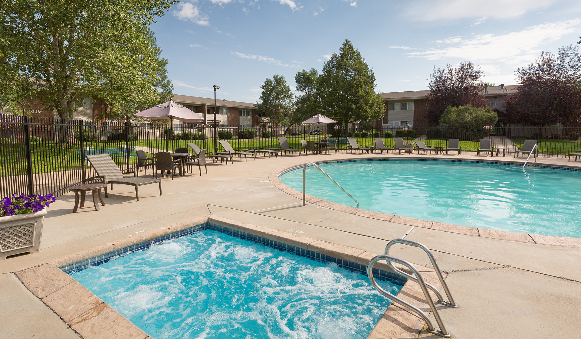 Meadow Creek Apartments - Boulder Creek - pool